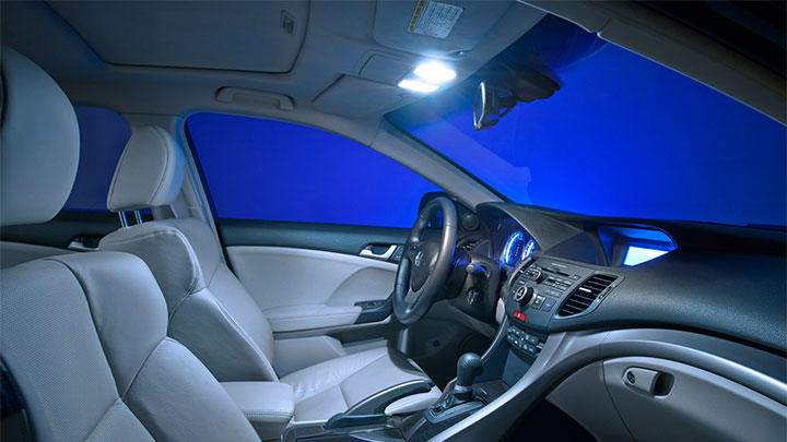 X-tremeVision LED 8 000 K inside a car